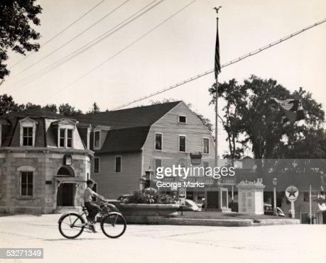 Small town scene at crossroads : Foto de stock