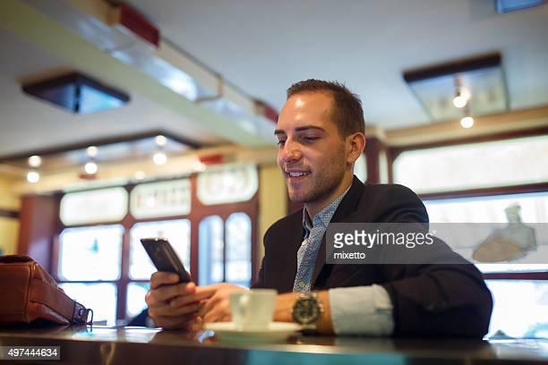 Smartphone nel coffee shop