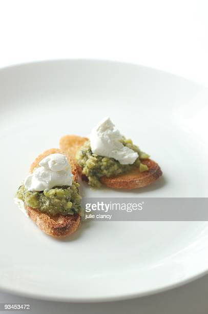 Smashed broadbean & ricotta crostini