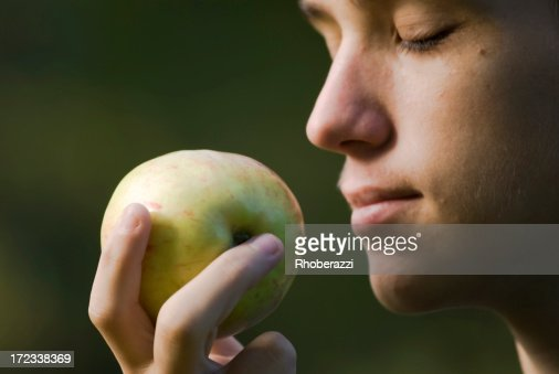 Smell of an apple
