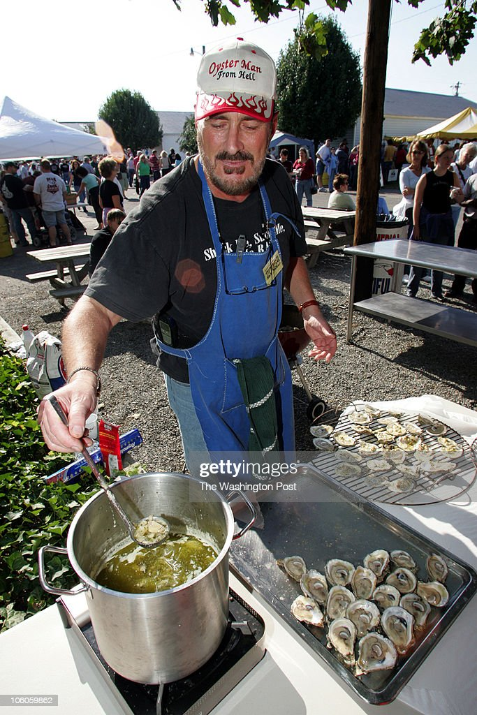 sm/fd_oyster 10_15_2005 Mark Gail_TWP David Weidner from Olympia Washington who sells oysters there and is known as the 'Oysterman from Hell ' a name...