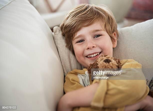 Sourires sur le canapé-lit