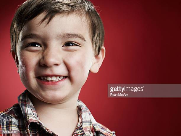 Souriant garçon de 3 ans