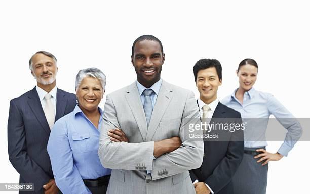 African American business Mann lächelt selbstbewusst