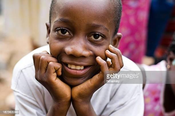 Lächelnd afrikanischen Jungen