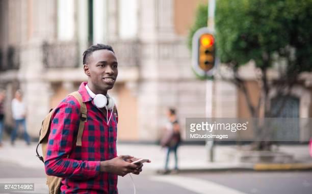 Leende Afrikanska tonåring.