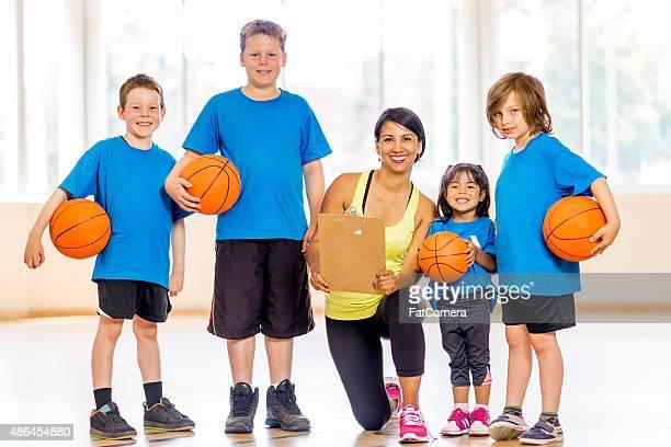 Sonriendo equipo de baloncesto