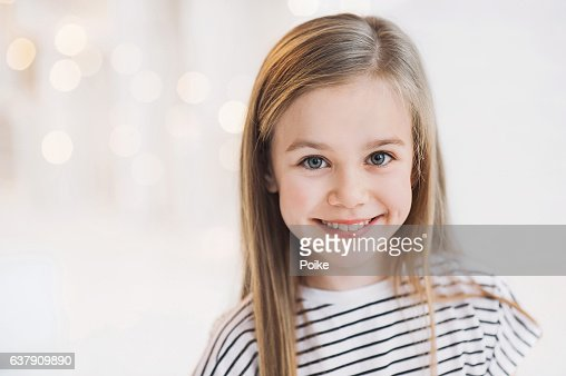 Smiling beautiful girl portrait : Stock Photo
