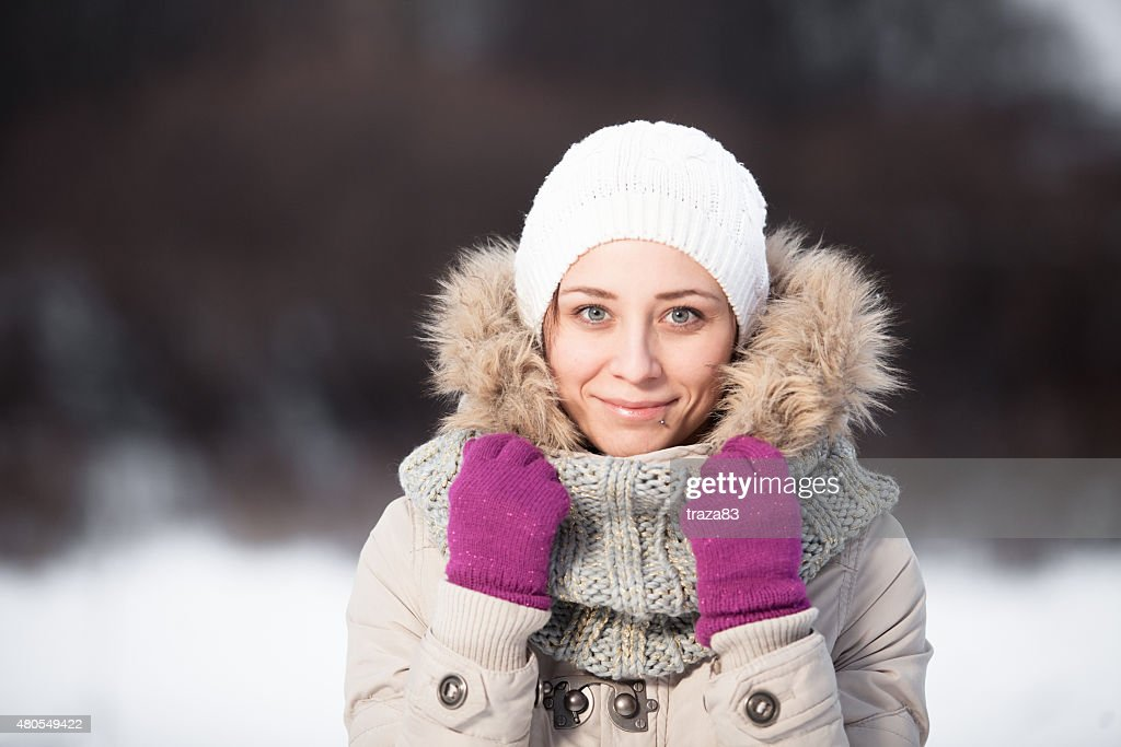Smiling beautiful young woman relaxing outdoor in a winter day : Stock Photo