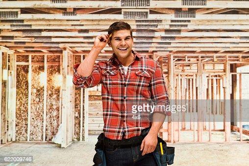 笑顔の建物の建設請負業者