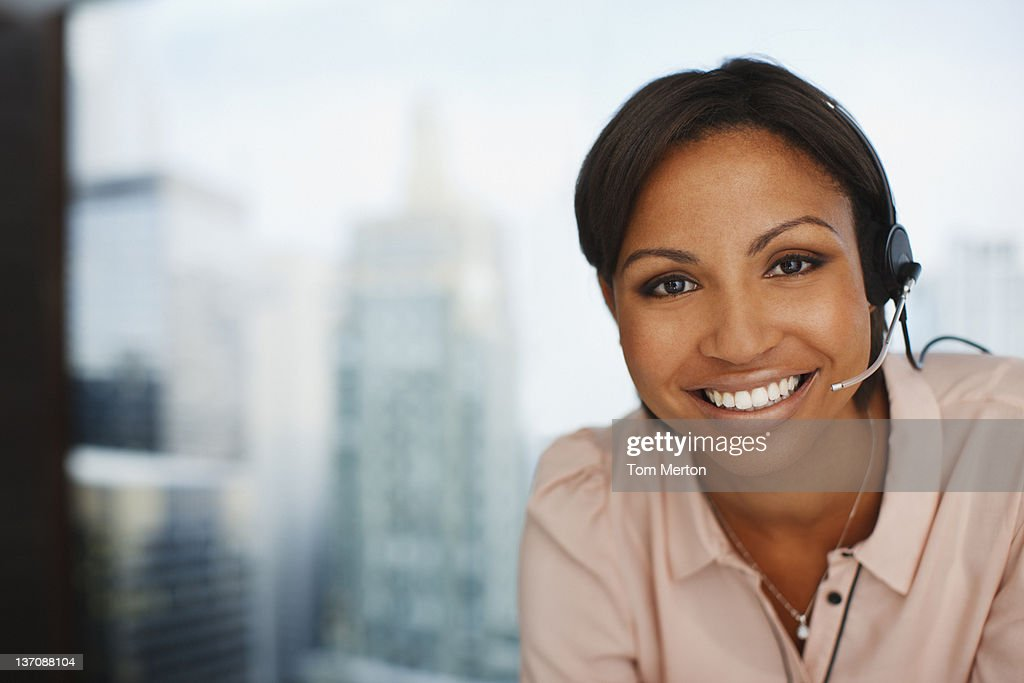 Smiling businesswoman in headset : Stockfoto