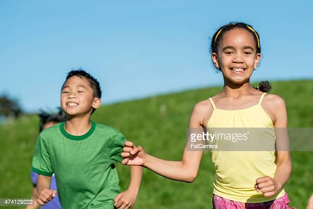 Sorrir as crianças no parque