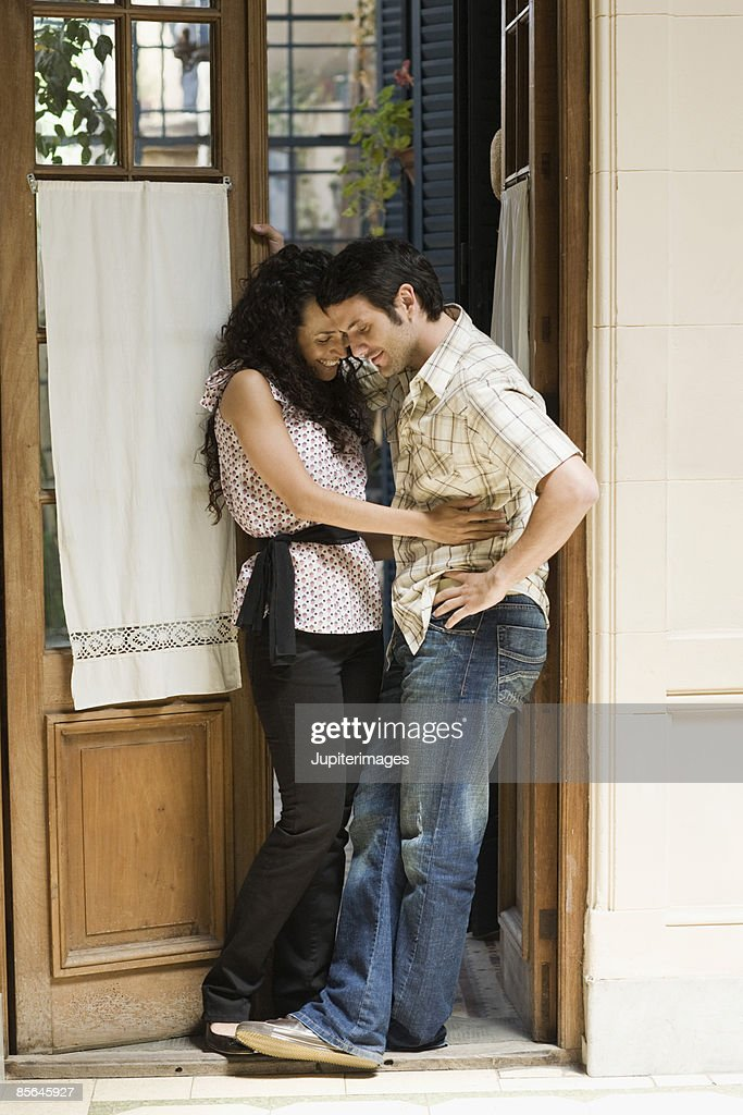 Smiling couple in doorway : Stock Photo