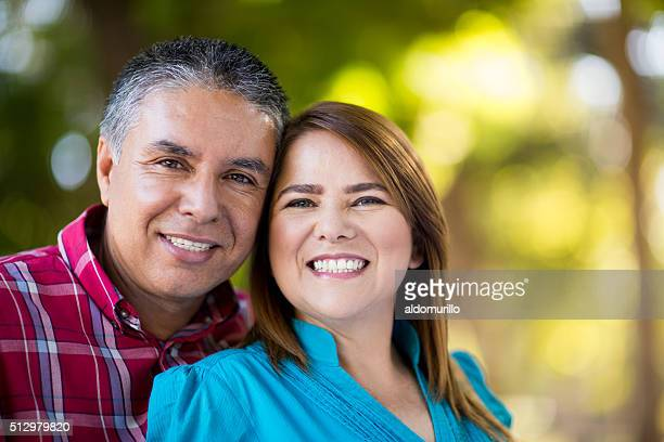 Souriant couple