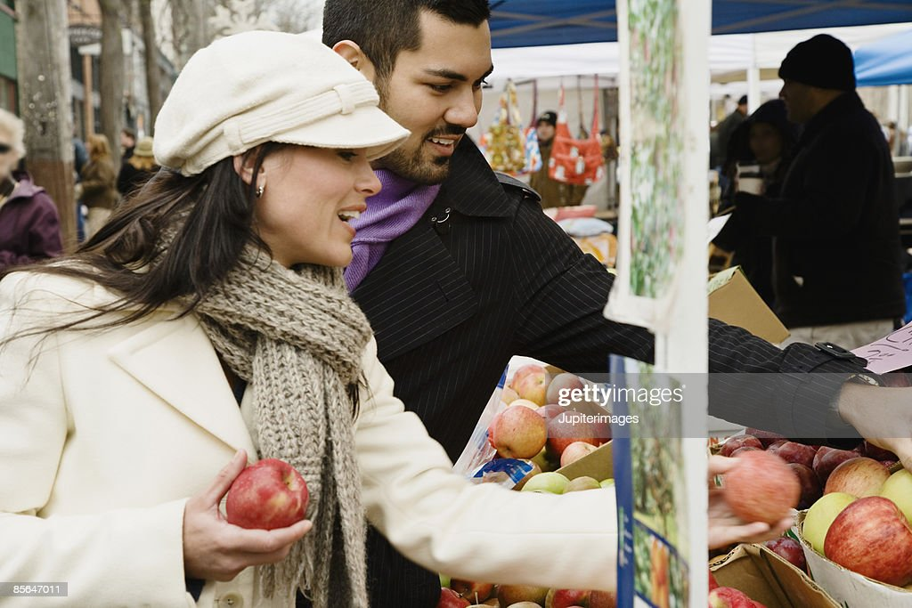 Smiling couple with apples at farmer's market : Stock Photo