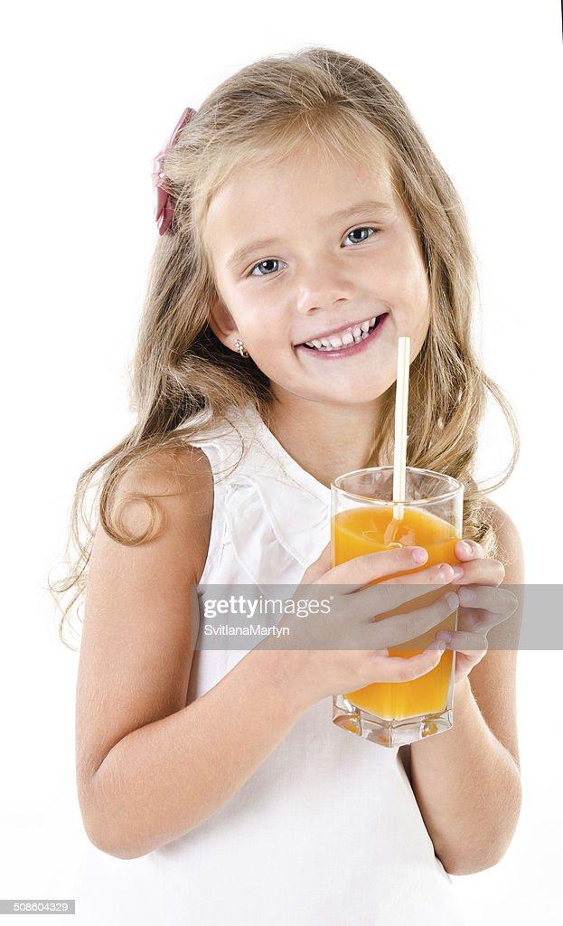 Rapariga engraçada sorridente com copo de suco isolado : Foto de stock