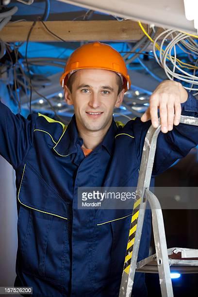 笑顔の電気技師 stepladder