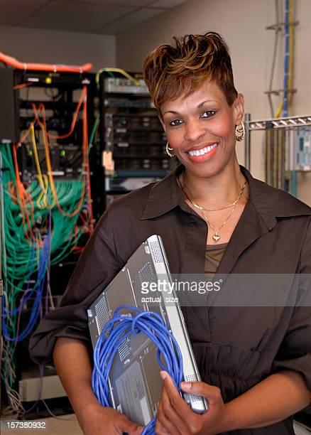 Sorridente Mulher computador Hardware-especialista
