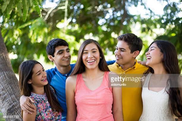 Lächelnd Freunde
