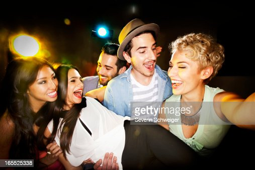 Smiling friends taking picture together : Stockfoto