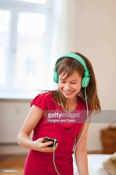 Smiling girl listening to mp3 player