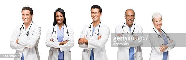 Lächelnd medizinische Arbeiter mit ihre Arme verschränkt