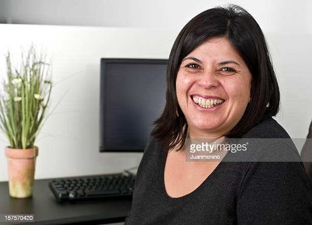 Ispanici sorridente Segretario