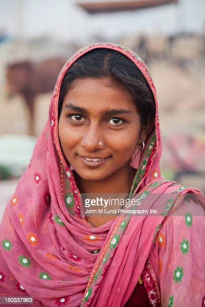 Souriant femme indienne