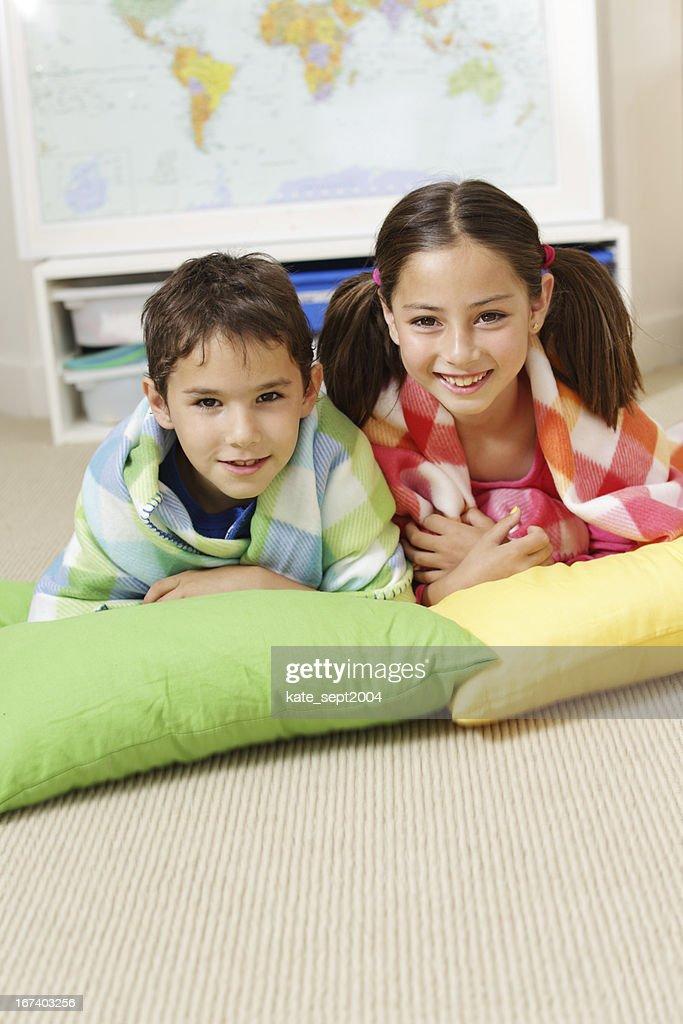 Smiling kids : Bildbanksbilder