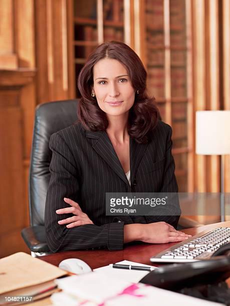 Lächeln Rechtsanwalt im Büro