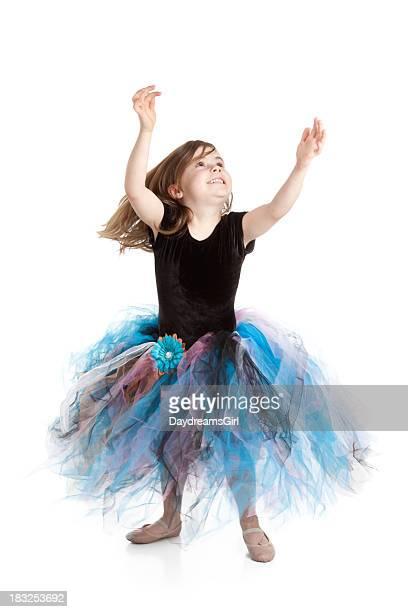 Souriante petite ballerine fille portant Tutu et piste de danse