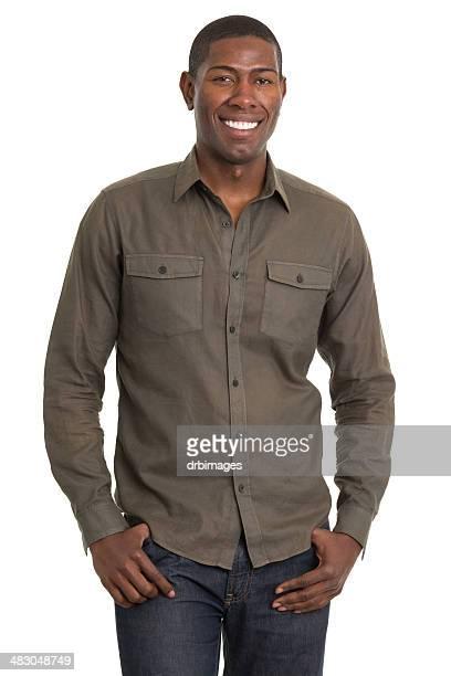 Lächelnder Mann stehend