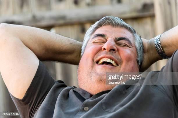 Reifen senior Mann lächelnd