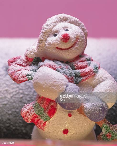 Smiling Snow Man, Front View, Close Up, Differential Focus, In Focus, Out Focus