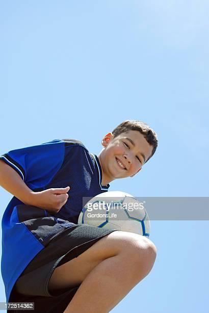 Enfant souriant de football