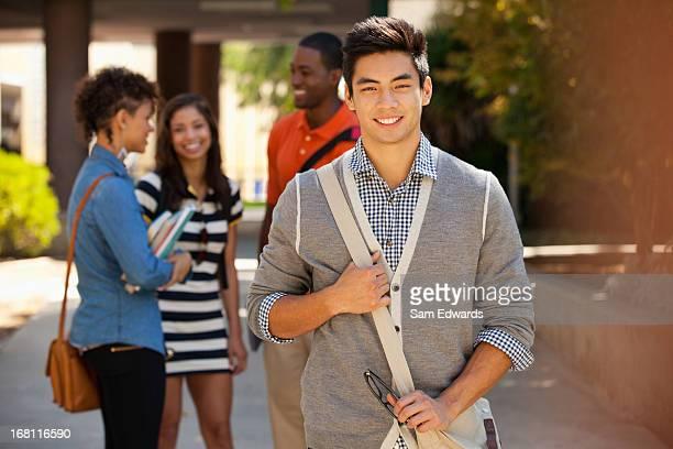 Sorridente alunos