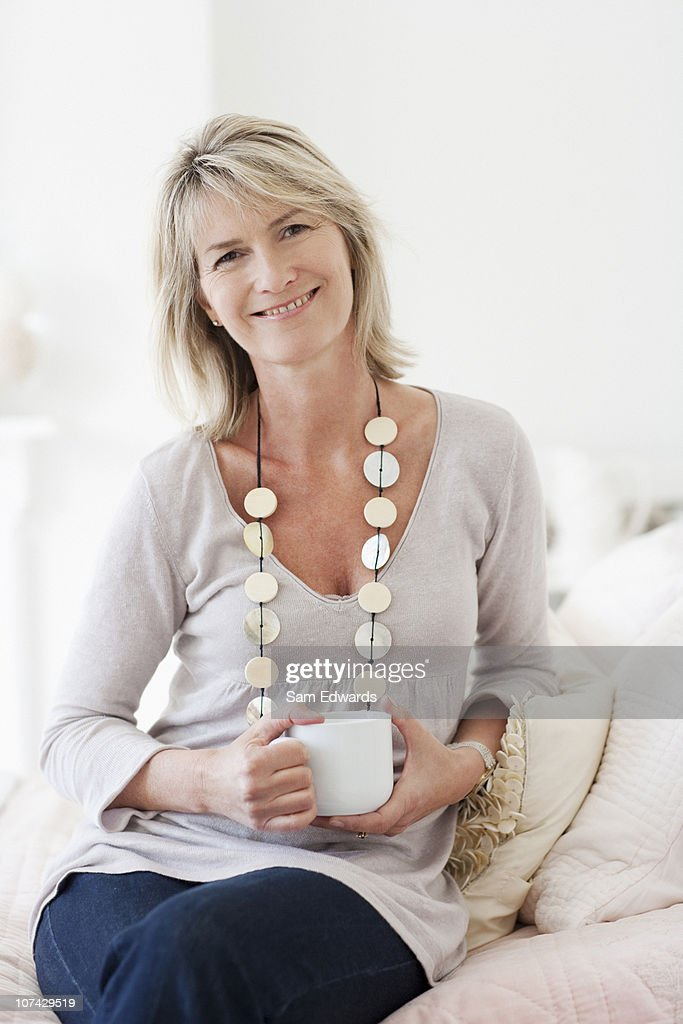 Smiling woman drinking coffee : Stock Photo
