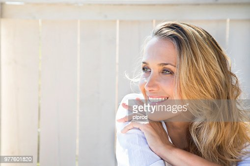 smiling woman of 40 years : Foto stock