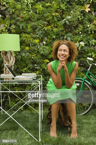 Smiling woman seated at desk : Foto stock