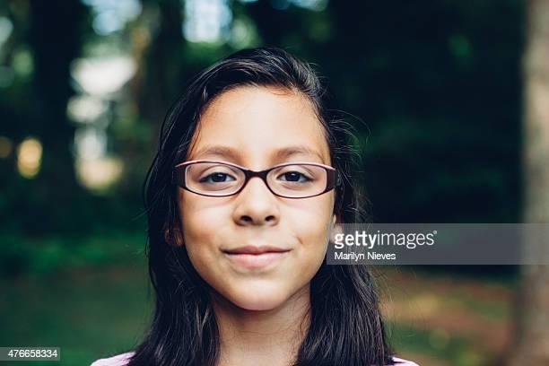 Lächelnde junge musst Mädchen