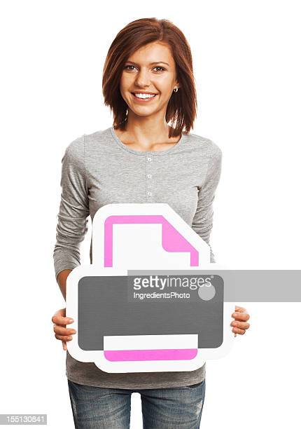 Lächelnde Junge Frau hält Drucker-Schild, isoliert auf weißem Hintergrund.