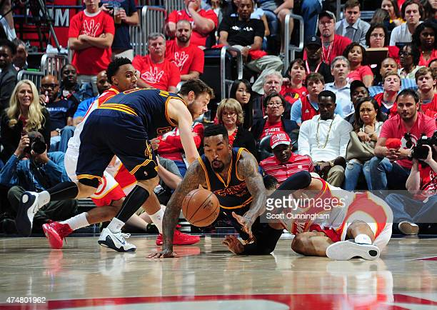 R Smith of the Cleveland Cavaliers battles for the loose ball against the Atlanta Hawks in Game Two of the Western Conference Finals during the 2015...