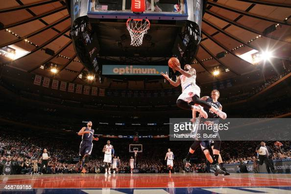 R Smith of the New York Knicks drives to the basket against the Memphis Grizzlies during a game at Madison Square Garden in New York City on December...