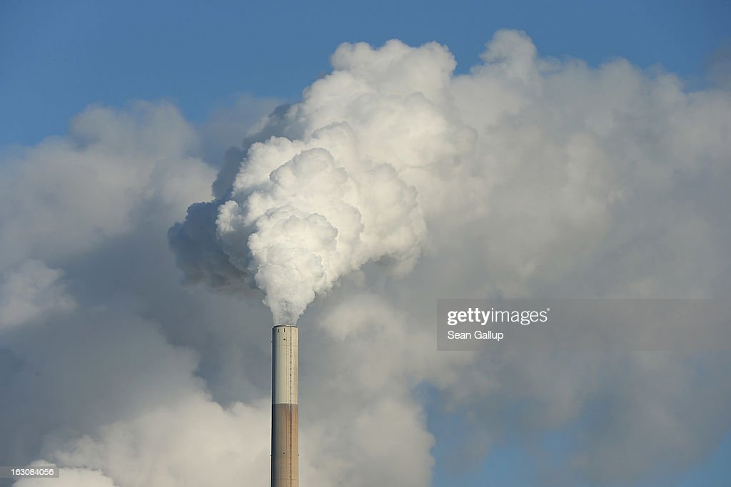 Smoke and steam rise from the Mehrum coal-fired power plant (Kohlekraftwerk Mehrum) on March 4, 2013 near Mehrum, Germany. German Environment Minster Peter Altmaier and Economy Minister Philipp Roesler rcently proposed a set of measures that would cut subsidies to the renewable energy industry, amove industry representatives claim would stifle renewable energy growth. Germany has set ambitious goals for increasing the renewable energies share of domestic power production, yet critics decry the perceived high cost.