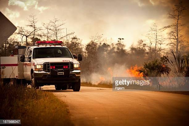 Camion d'urgence de fumée et de nature