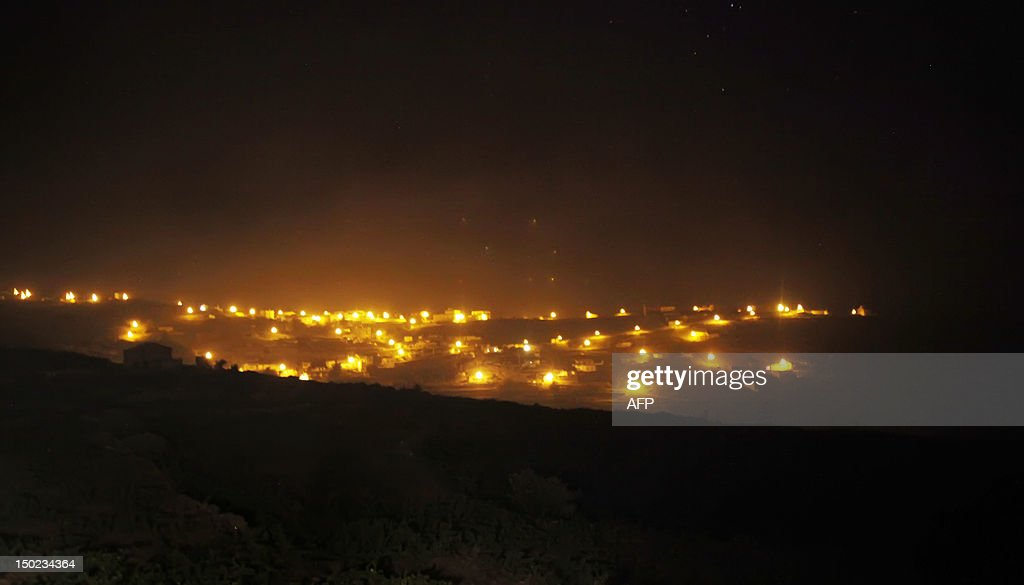 Smoke billows from a wildfire over the residential town of Chipude, near of the National Park of Garajonay, after 9 days of forest fires on the Spanish Canary island of La Gomera on August 13, 2012. Scores of villagers spent the night in hotels and student halls after fleeing wildfires that continued raging out of control on August 12 on the Spanish Canary Islands. AFP PHOTO / Desiree Martin