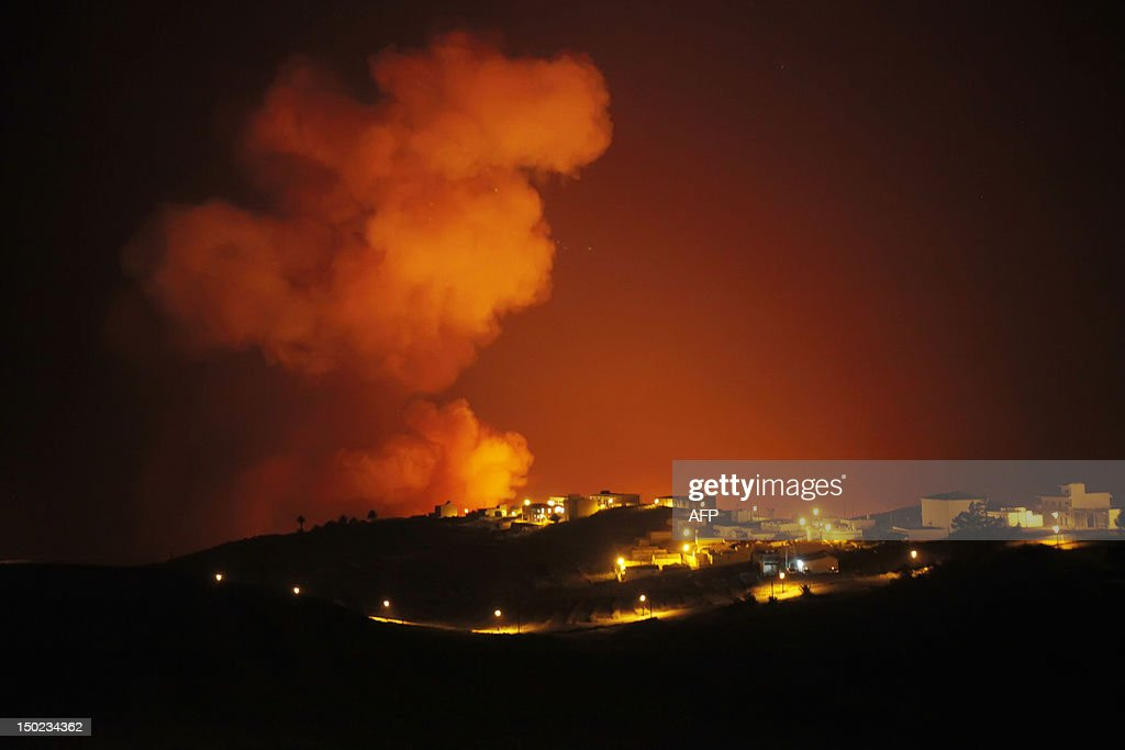 Smoke billows from a wildfire over the residential town of Valle Gran Rey, after 9 days of forest fires on the Spanish Canary island of La Gomera on August 13, 2012. Scores of villagers spent the night in hotels and student halls after fleeing wildfires that continued raging out of control on August 12 on the Spanish Canary Islands. AFP PHOTO / Desiree Martin