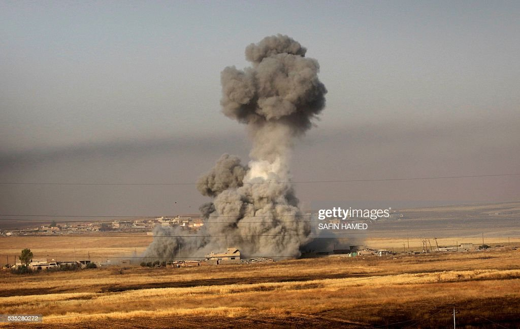 Smoke billows on the front line near Hasan Sham village, some 45 kilometres east of the city of Mosul, during a military operation by Iraqi Kurdish forces aimed at retaking areas from the Islamic State group on May 29, 2016. The 'peshmerga-led ground offensive, backed by international coalition warplanes' started before dawn, the Kurdistan Region Security Council (KRSC) said. The fresh push against the jihadist organisation comes a week after Iraqi forces launched an operation against Fallujah, IS's only other major urban hub in Iraq. / AFP / SAFIN