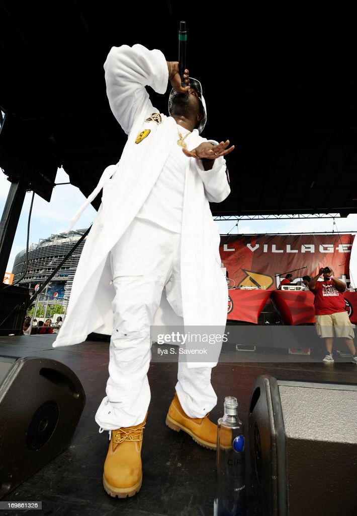 Smoke DZA performs during HOT 97 Summer Jam XX at MetLife Stadium on June 2, 2013 in East Rutherford, New Jersey.