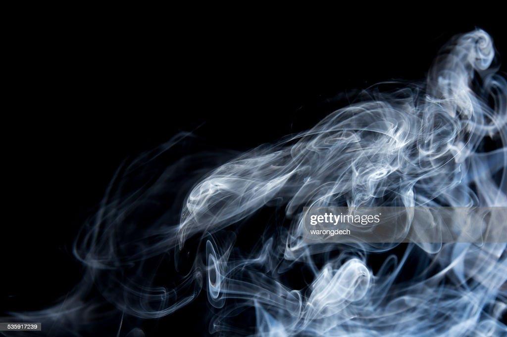 Fumo em fundo preto : Foto de stock
